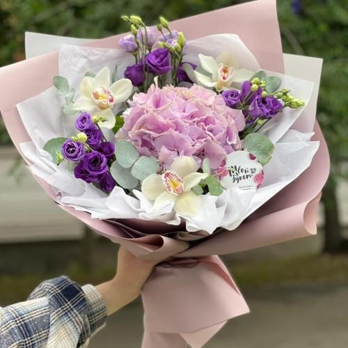 Купить на заказ Букет гортензия с орхидеей  с доставкой в Зайсане