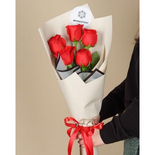 Купить на заказ Букет из 5 красных роз с доставкой в Зайсане