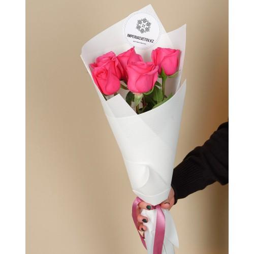 Купить на заказ Букет из 5 розовых роз с доставкой в Зайсане