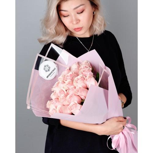 Купить на заказ Букет из 25 розовых роз с доставкой в Зайсане