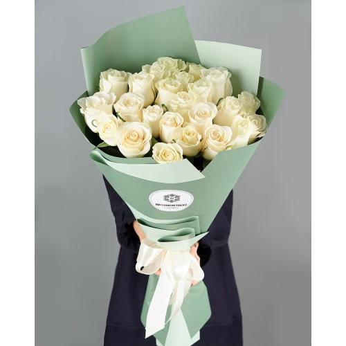 Купить на заказ Букет из 25 белых роз с доставкой в Зайсане