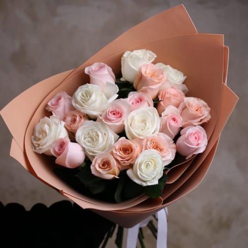 Купить на заказ Букет из 21 розы (микс) с доставкой в Зайсане