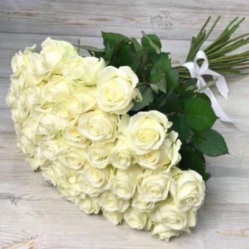 Купить на заказ Букет из 51 белой розы с доставкой в Зайсане