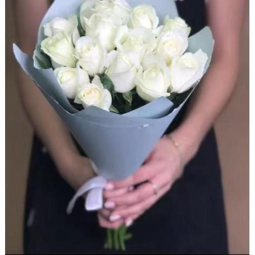 Купить на заказ 15 белых роз с доставкой в Зайсане